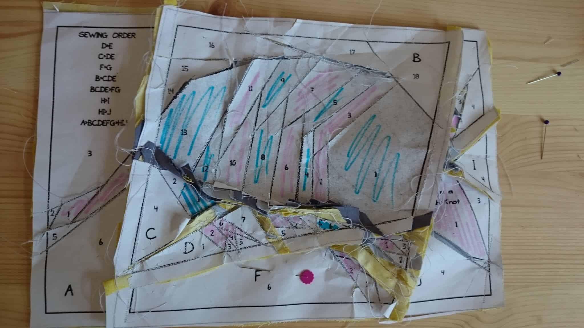 ukážka zadnej strany patchworku šitého technikou paper piecing